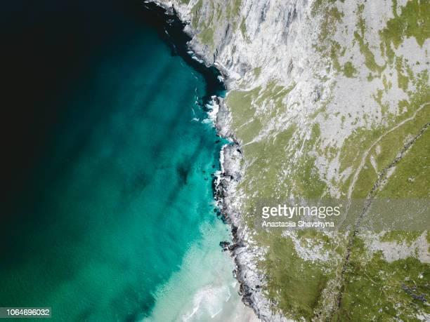 flygfoto över turkos maria beach i arktis på lofoten islandsin norge - drönarperspektiv bildbanksfoton och bilder