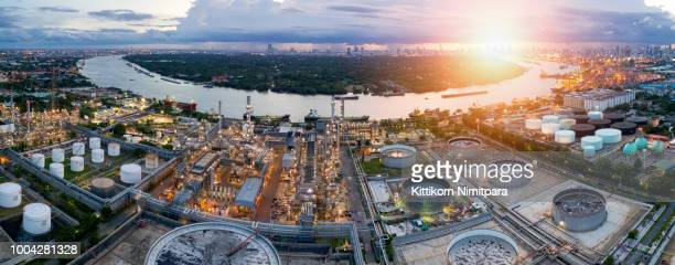 aerial view of twilight of oil refinery ,shot from drone of oil refinery and petrochemical plant at dusk , bangkok, thailand - luoghi geografici foto e immagini stock
