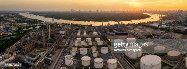 aerial view of twilight of oil refinery ,shot from drone of oil refinery and petrochemical plant at dusk , bangkok, thailand. - 首脳会議 ストックフォトと画像