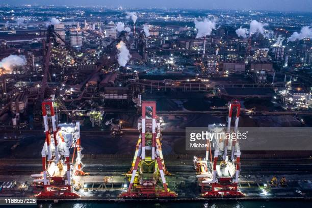 aerial view of twilight of refinery plant ,petrochemical plant at dusk - 中部地方 ストックフォトと画像