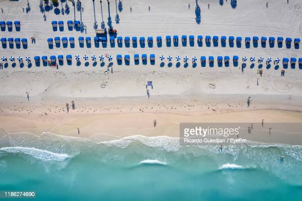 aerial view of umbrellas on beach - clearwater beach stock pictures, royalty-free photos & images