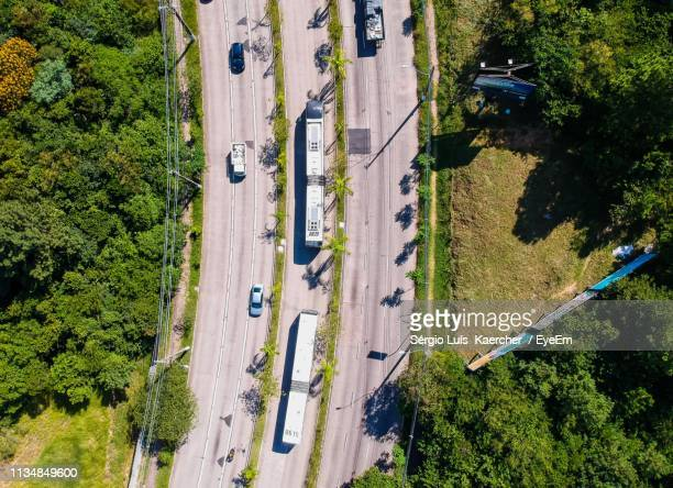 aerial view of vehicles on highway amidst trees - porto alegre stock pictures, royalty-free photos & images