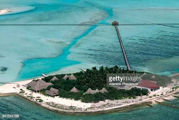 aerial view of veligandu hura and pier - male maldives stock pictures, royalty-free photos & images