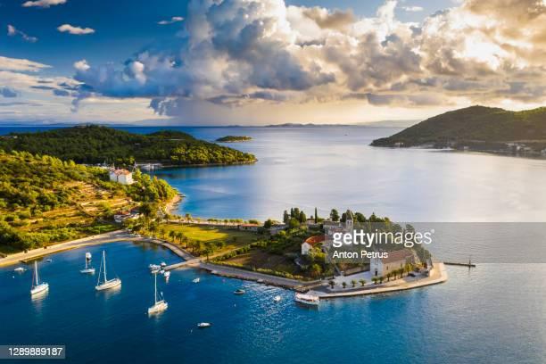 aerial view of vis town on vis island, croatia - croacia fotografías e imágenes de stock