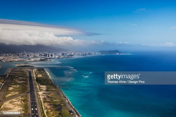 aerial view of waikiki from honolulu airport with diamond head in the distance - ホノルル ストックフォトと画像