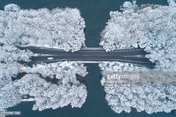 aerial view of  west lake in hangzhou in winter - hangzhou stock pictures, royalty-free photos & images