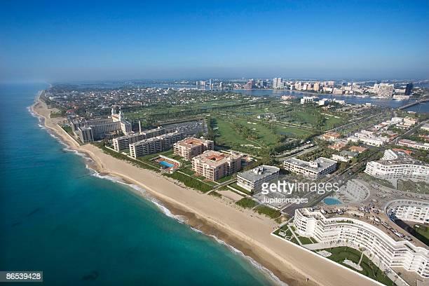 aerial view of west palm beach, florida - palm beach county stockfoto's en -beelden