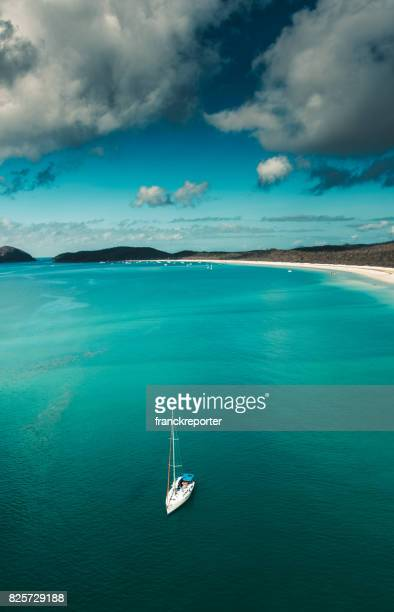 luftaufnahme der whitsunday island in queensland-australien - whitehaven beach stock-fotos und bilder