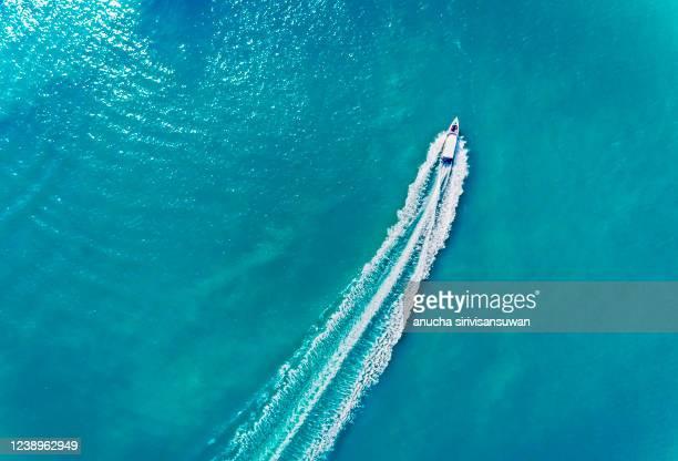 aerial view of yacht sailing on sea, asia, thailand. - yate fotografías e imágenes de stock