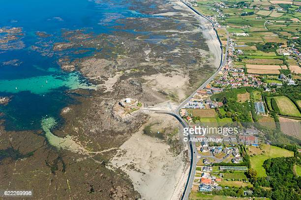 aerial view on coastline of guernsey at low tide - isola di guernsey foto e immagini stock