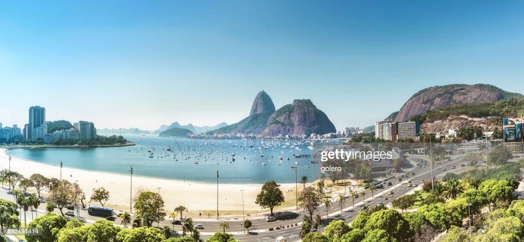 Vista aérea na montanha pão de açúcar na Baía do Rio de Janeiro : Foto de stock
