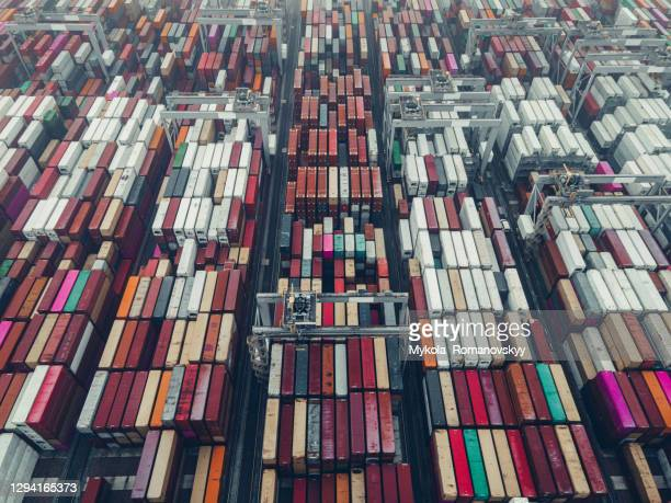 aerial view on the shipping containers sit on the dockside at london gateway port. - european union stock pictures, royalty-free photos & images