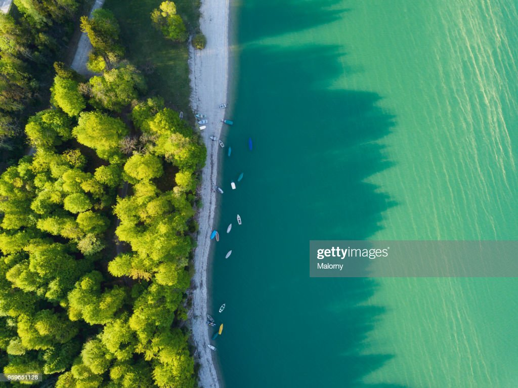 Aerial view on turquoise Lake Sylvenstein and forest on the bay. Germany, Bavaria, Lake Sylvenstein : Stock-Foto