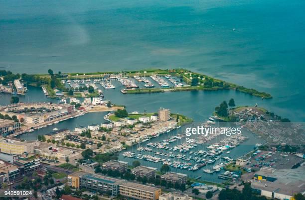 luchtfoto op zeewolde in flevoland, nederland - flevoland stockfoto's en -beelden