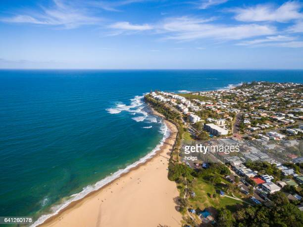Flygfoto över Dicky Beach Caloundra, Sunshine Coast, Australien