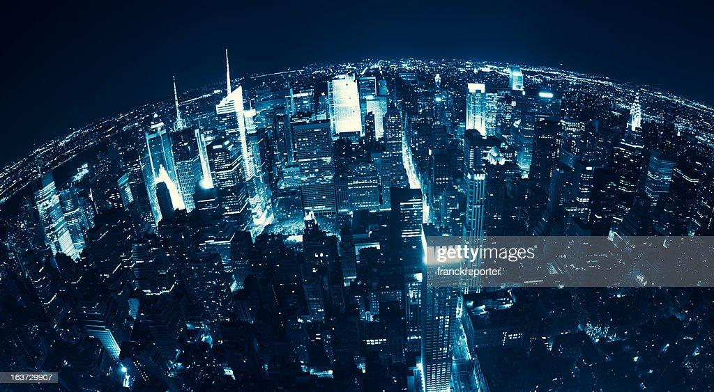 Vue aérienne de gratte-ciel de Manhattan de New York City dans la nuit : Photo