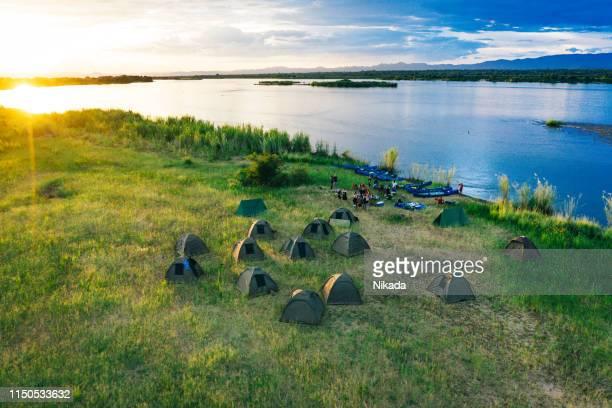 ブッシュキャンプ、ザンビアとザンベジ川の上空の眺め - ザンビア ストックフォトと画像