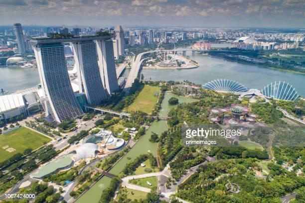 luftbild panorama der skyline von singapur und marina bay, die marina ist das zentrum der wirtschaft in singapur, gibt es hier alle gebäude in singapur, die zentrale - marina bay singapur stock-fotos und bilder