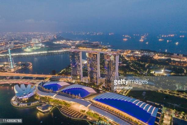 aerial view panoramic of the singapore skyline and marina bay, the marina is the centre of the economy in singapore, there are here all the building in singapore central ed - marina bay sands skypark stock pictures, royalty-free photos & images