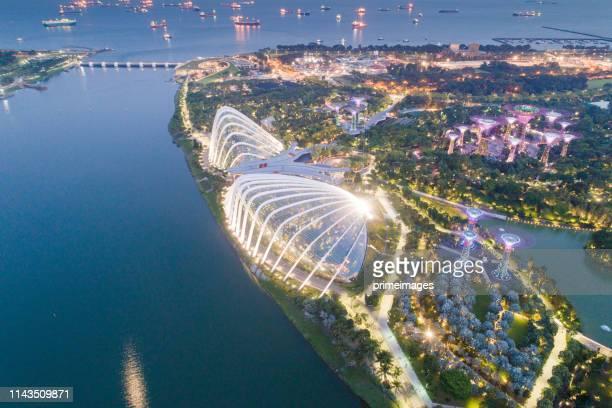 シンガポールのスカイラインとマリーナベイの上空からの眺め、マリーナはシンガポールの経済の中心地で、ここにはシンガポール・セントラル・エドのすべての建物があります - シンガポール文化 ストックフォトと画像
