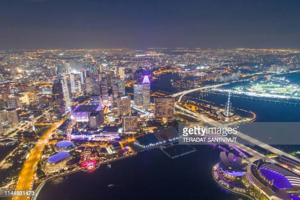 aerial view panoramic of the singapore skyline and marina bay, the marina is the centre of the economy in singapore, there are here all the building of all the majors bank and insurance. - marina bay sands skypark stock pictures, royalty-free photos & images