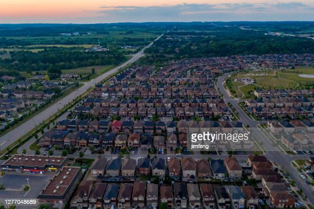 aerial view purpleville, kleinburg at teston road and highway 400, detached and duplex house at woodbridge in vaughan, ontario, canada - inquadratura da un aereo foto e immagini stock