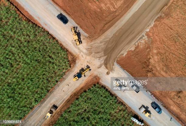 aerial view road construction site machine - estrutura construída imagens e fotografias de stock
