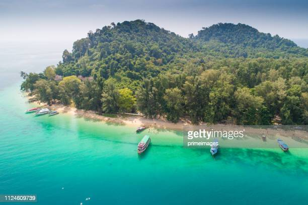 aerial view shot tropical beautiful beach sea with mangrove forest  in south thailand - ko samui imagens e fotografias de stock