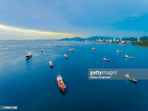 aerial view tanker at the sea port of thailand. - provinz chonburi stock-fotos und bilder