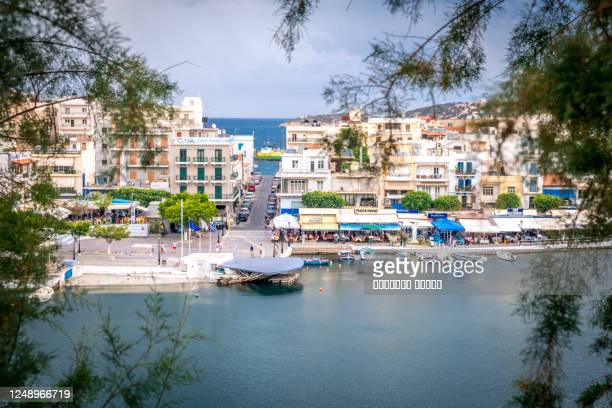 agios nikolaos, greece - july 24, 2018: aerial view to agios nikolaos, town on crete island in greece. - creta fotografías e imágenes de stock