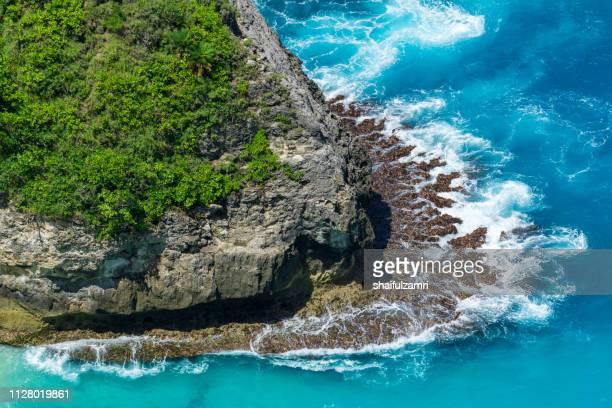 aerial view to ocean waves. blue water background. - shaifulzamri 個照片及圖片檔