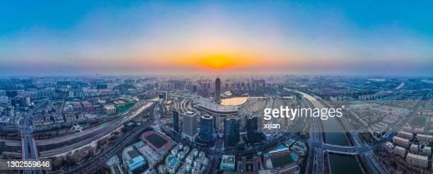 夕暮れ時の天州市のスカイライン、河南省、中国の空中写真 - 鄭州市 ストックフォトと画像