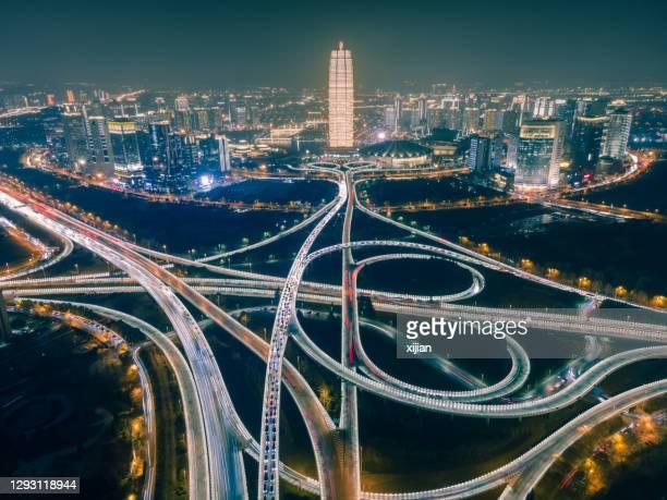 夜間の空中写真鄭州市街、河南省、中国 - 河南省 ストックフォトと画像