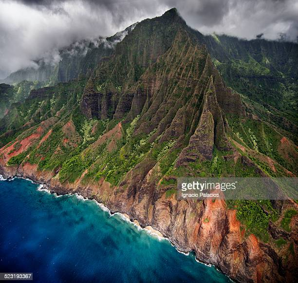 aerial views of the na pali coast, kauai - na pali coast stock pictures, royalty-free photos & images