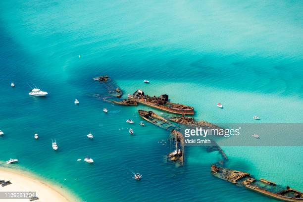 aerial views over ocean waters at morton bay island - ブリスベン ストックフォトと画像