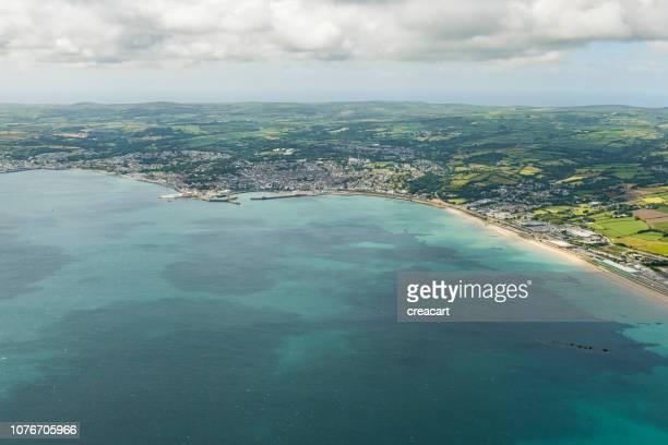 マウスホール ・ ペンザンス、明るい晴れた日にコーンウォール、ニューリン ペンザンス海上航空写真ビュー。 - イングランド南西部 ストックフォトと画像