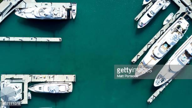 aerial vision, drone capture nassau island the bahamas - vertäut stock-fotos und bilder