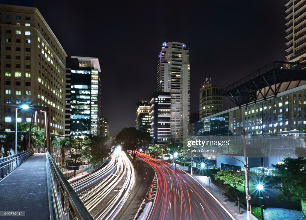Aerial walkway and office buildings at President Juscelino Kubitschek avenue at night - Itaim Bibi district, Sao Paulo : Stock Photo