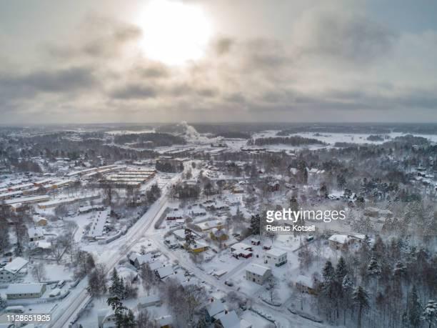 Aerial vinter vy över en liten stad