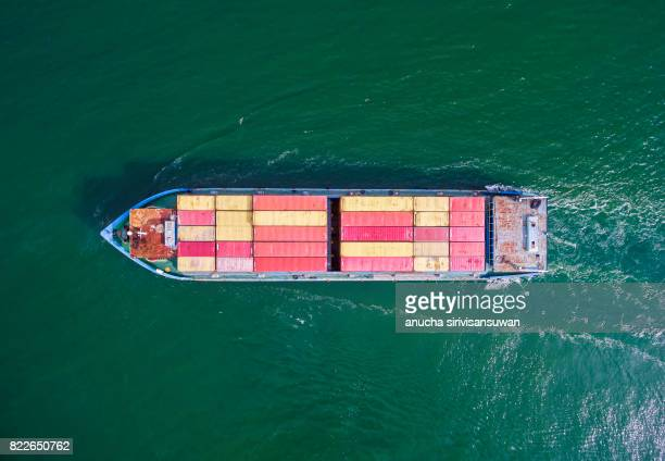 aeriel view container shipping by container ship by green sea . - ship front view stock-fotos und bilder