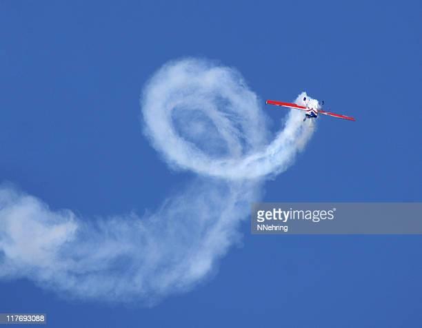 アクロバット誰追加 300 機 - 航空ショー ストックフォトと画像