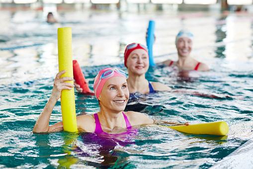 Aerobics in swimming pool 958051512