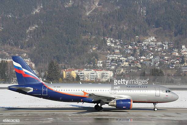 aeroflot airbus a320 passenger jet in innsbruck - pejft stock pictures, royalty-free photos & images