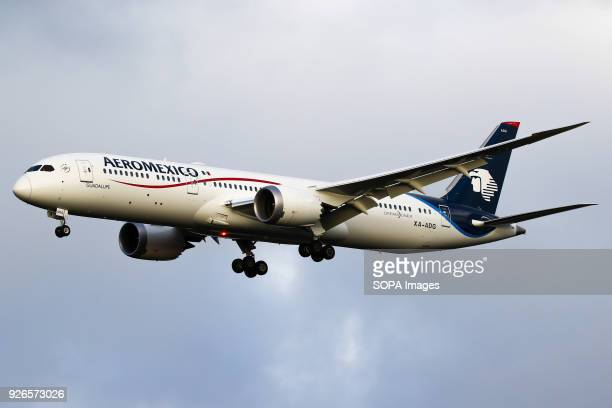 AeroMexico Boeing 787 Dreamliner aircraft on final approach at Amsterdam Schiphol airport