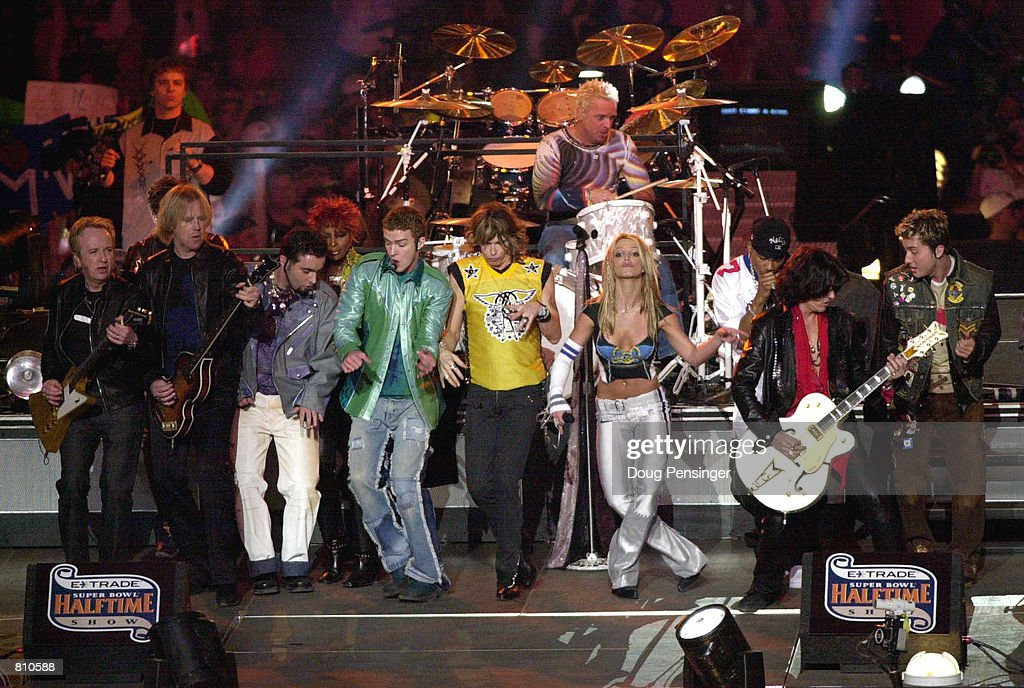 Musical Performers at Super Bowl XXXV : News Photo