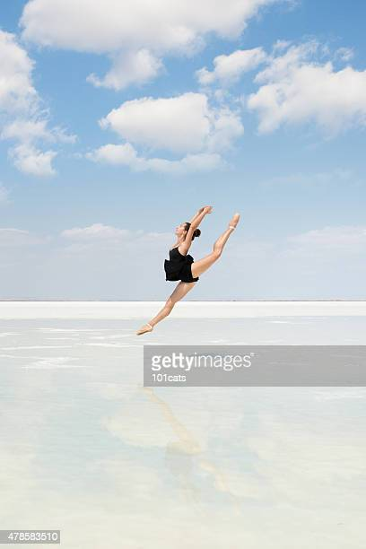 aesthetic dancing on the beach - tulle netting stock pictures, royalty-free photos & images
