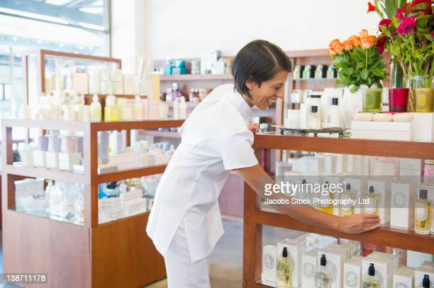 aesthetician working in beauty product store - estetista foto e immagini stock