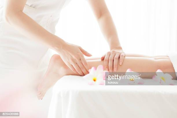 aestheticians are massaging the young and beautiful women 's legs. - body massage japan stock pictures, royalty-free photos & images