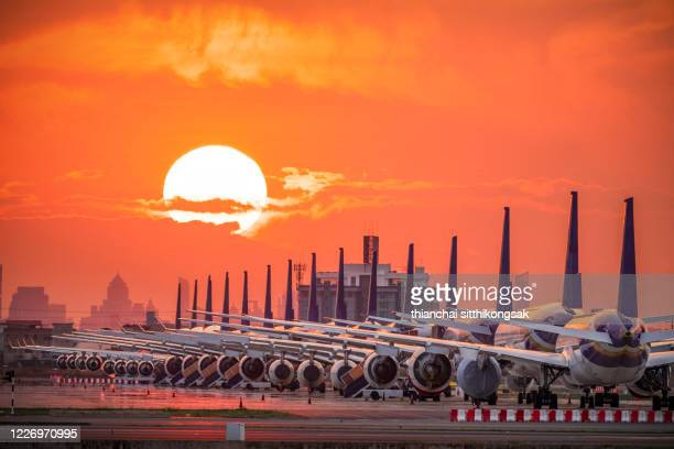 affecting of covid-19 againts airport - falência imagens e fotografias de stock