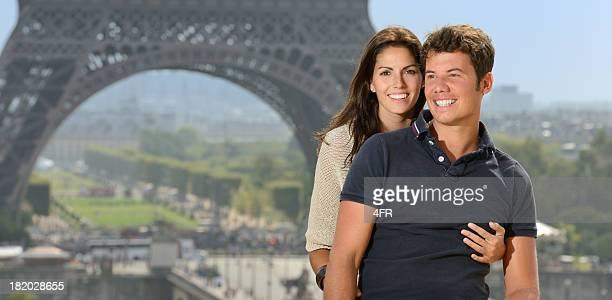 Affectueux Couple, la Tour Eiffel, France
